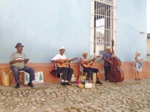 נגנים מקומיים בטרינידד. צילום: רביד אהרוני