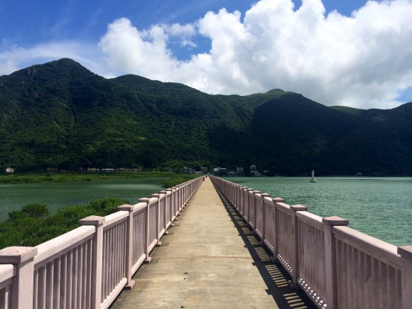 הגשר לאינפיניטי פול. קצר זה לא. צילום: תום לב