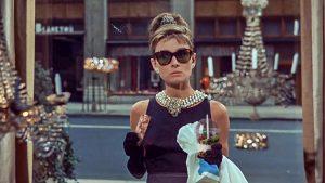 הולי גולייטלי עם שייק וגרנולה. עיצוב: רונן קליין.