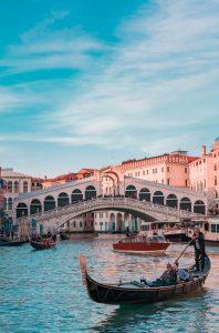 גשר ריאלטו, ונציה. צילום: Unsplash