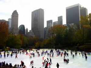 החלקה על הקרח בצד הדרומי של הסנטרל פארק. צילום: תום לב
