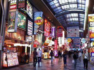 אוסקה מלאת חיים וצבע. צילום: תום לב